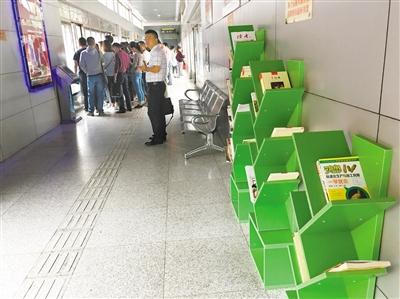 """""""图书漂流站""""亮相兰州安宁区BRT车站(图)"""