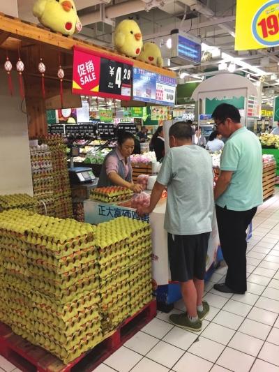 """天气转凉市场需求增加 兰州鸡蛋价格突破""""4元""""大关 (图)"""
