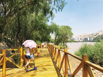 兰州黄河风情线健身步道风景独秀 成市民休闲纳凉好去处