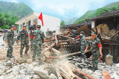 心手相连,挺起不屈的脊梁——文县灾区抢险救援见闻