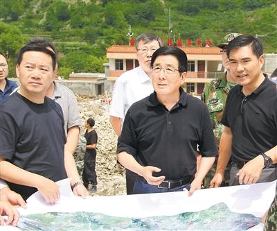 林铎在陇南检查指导暴洪泥石流灾害抢险救灾工作(图)