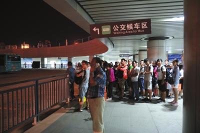 宝兰高铁开通后客流猛增 兰州西客站多举措破解坐车难问题