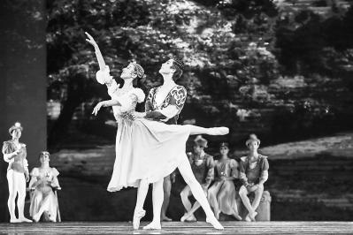 兰州本土芭蕾舞剧《天鹅湖》精彩上演(图)