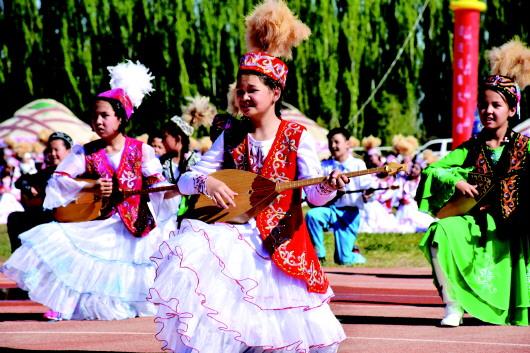 酒泉阿克塞:相聚草原明珠 共庆民族盛会(图)