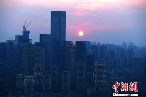 中国楼市库存创31个月新低土地成交额涨逾四成