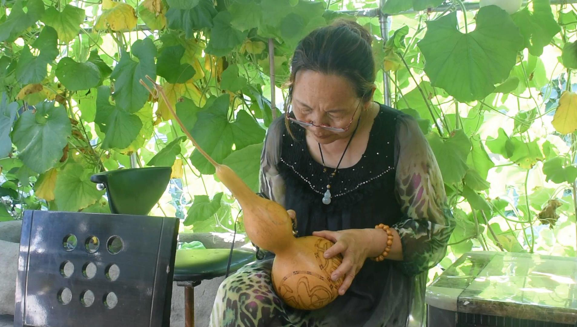 【新闻学子重走西北角】民间艺人陶瑞珍的葫芦致富经