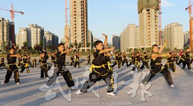 武威市西凉青少年武术俱乐部学员表演集体拳术