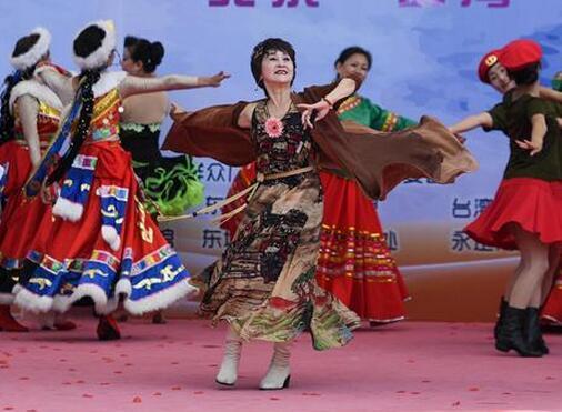 两岸群众广场舞跃动北京