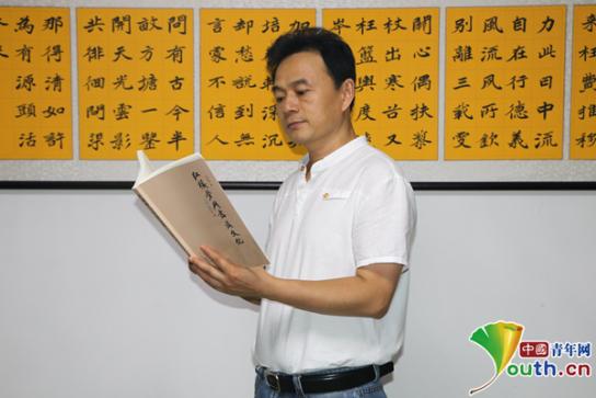 安徽副教授8年写成19万字《红楼梦》与书法专著 系国内首部