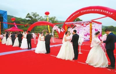 庆阳宁县盘克镇举行集体婚礼暨乡村舞台展演活动(图)