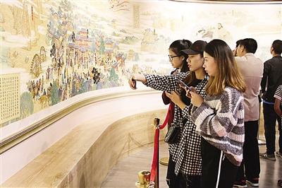《敦煌印象 丝路虹霓》巨幅长卷在兰首展