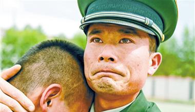 甘肃:脱下军装 森警战士的悠悠离别情