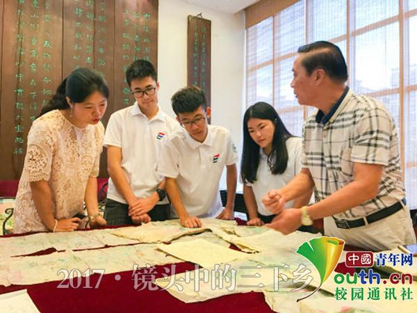 中山大学新华学院志愿者探潮汕文化 续贝雕情缘