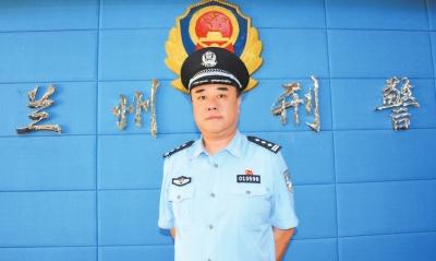 兰州市公安局刑警支队八大队大队长赵志军:为保群众利益打击经济犯罪绝不手软(图)
