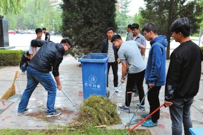 """甘肃农业大学:志愿服务在行动万众一""""新""""为创城(图)"""