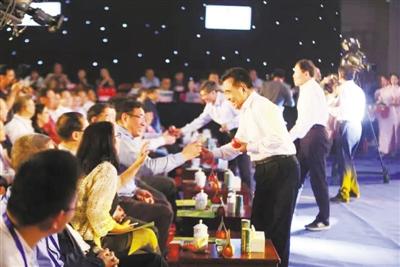 2017甘肃农业博览会举行品牌农产品推介会 14市州长高招迭出推销自家好东西