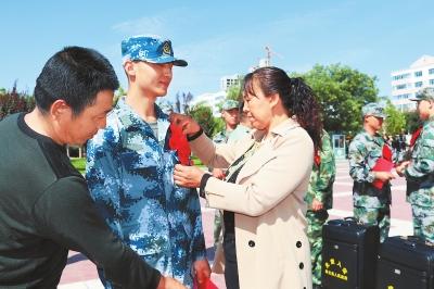 兰州市皋兰县举行2017年夏秋季新兵欢送活动(图)