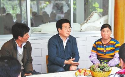 林铎在甘南调研时强调:加快脱贫攻坚步伐 维护藏区和谐稳定 为党的十九大胜利召开营造良好氛围
