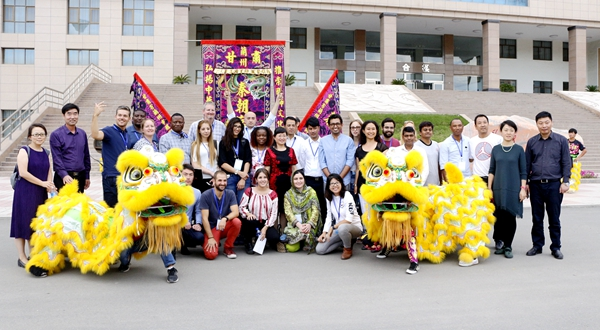 甘肃国际交流员考察参观兰州文理学院