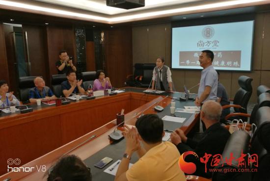 25家全球华文媒体社长总编走进尚方堂 看传统中药如何走向现代化(图)