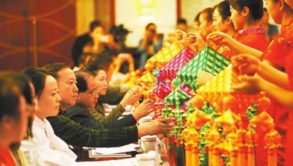 """庆阳市举办""""巾帼创新业·喜迎十九大""""陇原巧手手工作品创意设计创意营销大赛"""