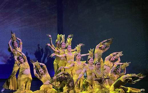 中国经典舞剧《丝路花雨》为敦煌文博会添彩