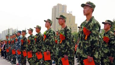兰州:新兵集结踏上征程(图)