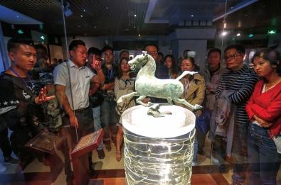 宝兰高铁沿线城市媒体宣传联盟在博物馆里感受兰州深厚的文化底蕴