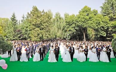 兰州大学举行集体婚礼共同庆祝母校108岁华诞