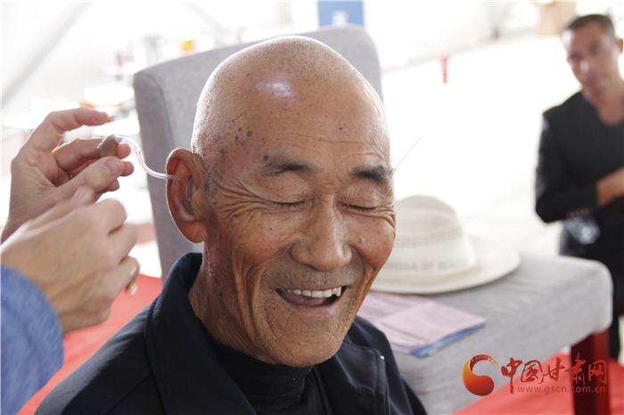 """告别无声世界  斯达克""""从此欢声笑语""""中国甘肃项目为兰州听障患者送来温暖(组图)"""
