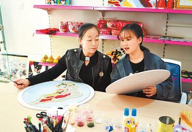 临泽建立妇女手工编织创业基地为当地妇女增加就业渠道
