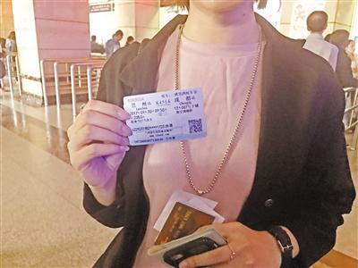 兰渝铁路9月29日正式通车运营 昨日兰州车站售出首张车票