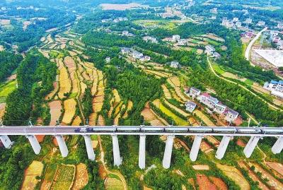 走近兰渝大通道 兰渝铁路今日全线开通运营