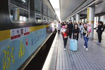兰渝铁路全线开通运营 从此巴蜀之路不难行