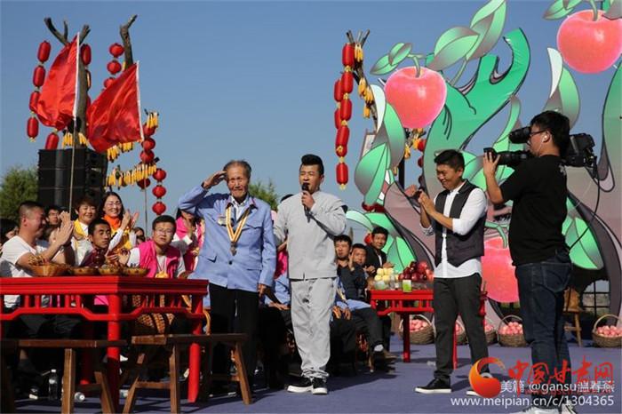 央视《乡村大世界》走进庆阳聚焦农耕文化 主持人吆喝卖苹果(图)