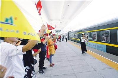 明日零时 起兰渝铁路实施新运行图