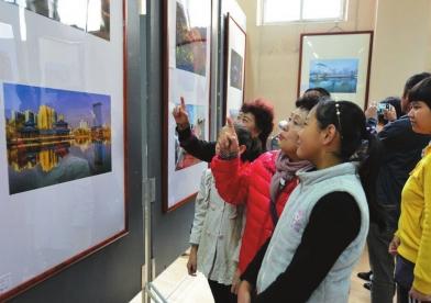 兰州市举办少数民族美术书法摄影展