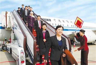 甘肃省出席党的十九大代表抵京(图)