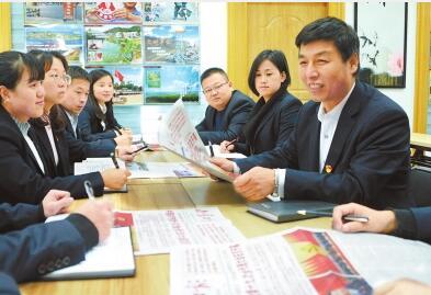 甘肃省党员干部群众认真收看收听十九大开幕盛况