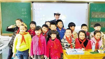 兰州城关交警大队在张掖路小学开展交通安全宣传教育活动