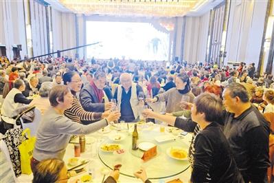 第八届中国兰州重阳敬老百叟宴昨日举行(图)