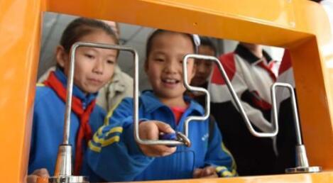 中国流动科技馆走进肃北 民众免费享受科技
