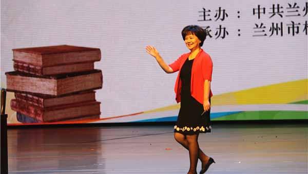 鞠萍姐姐来兰开讲:家长批改作业让孩子产生依赖心理