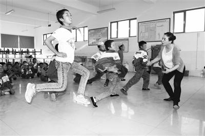 甘肃人物丨53岁的舞者金淑梅用爱托起乡村孩子的舞蹈梦(图)