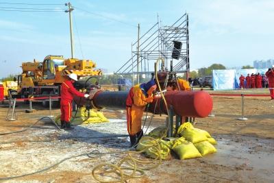 兰州市西固区政企联手演练油品管道泄漏事件应急救援(图)