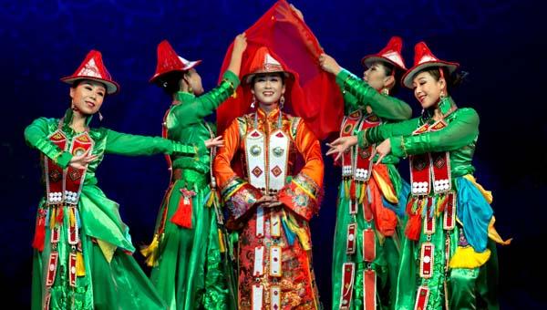 甘肃省民族歌舞团赴美演出预演获得圆满成功(组图)