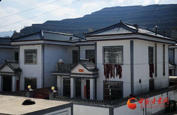 天水市清水县马沟新村脱贫攻坚显成效  村民搬迁住新房(图)
