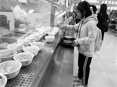 """自助选餐刷卡结账营养配餐 """"智慧餐厅""""进驻西北师大(图)"""