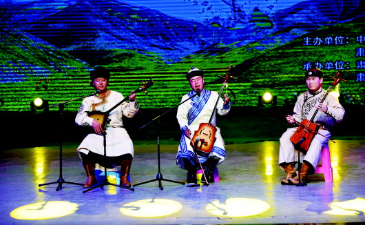 【认真学习宣传贯彻党的十九大精神】酒泉肃北县举办首届马头琴演奏与呼麦大赛(图)