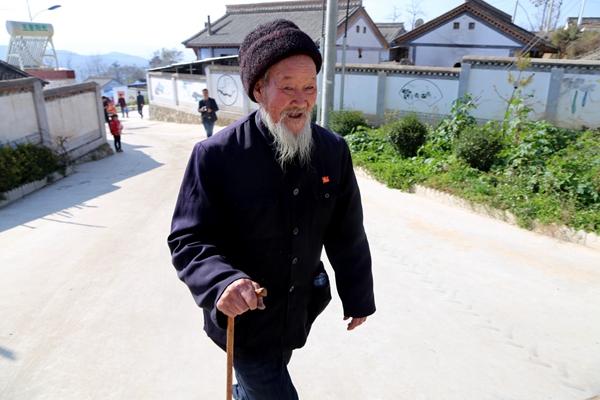十九大精神在甘肃|清水县张杨村:一位81岁老党员的幸福故事(图)
